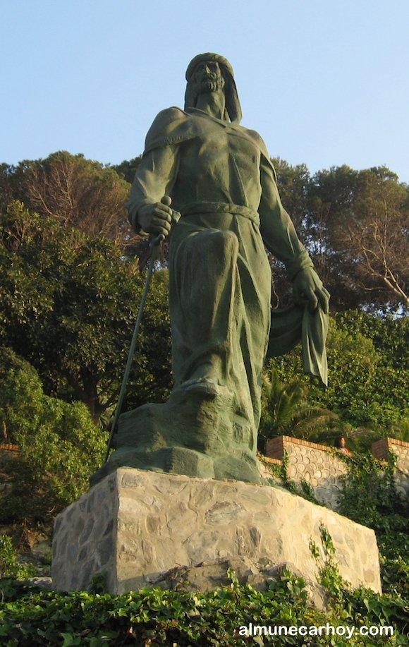 Estatua de Abderraman junto al peñón del Santo en Almuñécar