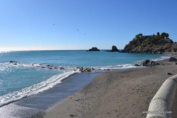 Playa Puerta del Mar cerca del Peñón del Santo