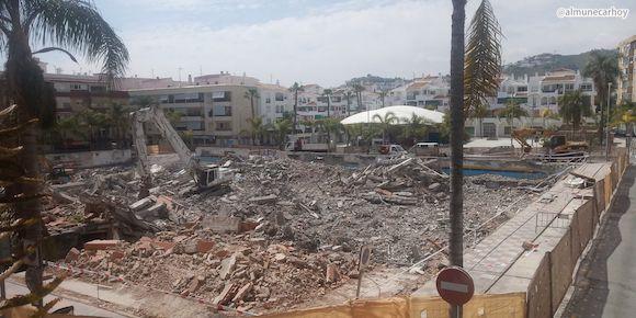 Escombros en el solar del antiguo Mercado de Almuñécar