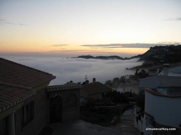 Bahía de Cotobro cubierta de niebla