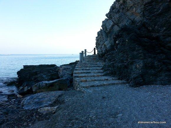 Pasillo para la Playa naturista de El Muerto