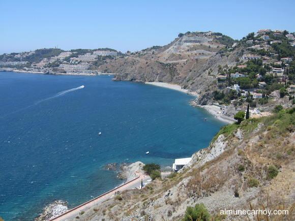 Vista desde Cotobro del paseo  y playa de Cotobro y la playa de El Muerto