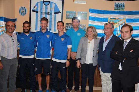 """Representantes del Málaga CF y autoridades locales inauguraron la Peña Malaguista """"El Lerele"""" de la localidad sexitana."""