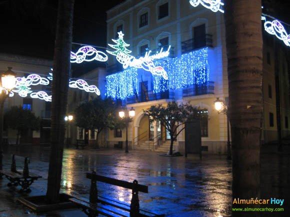 Plaza del Ayuntamiento tras la lluvia - Navidad 2010 en Almuñécar