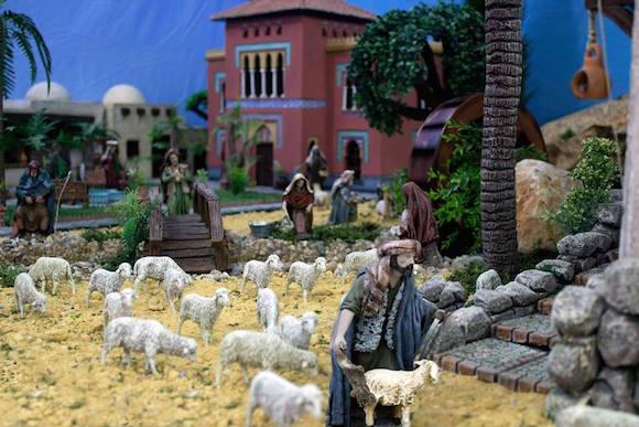 Pastor con las ovejas en el Belén de la Cofradía del Nazareno