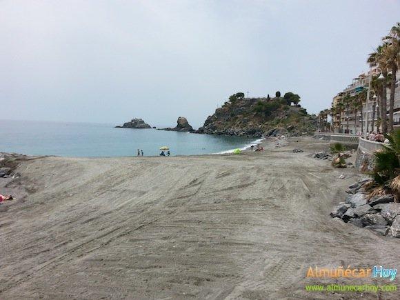 Playa Caletilla regenerada con arena de Rio Verde