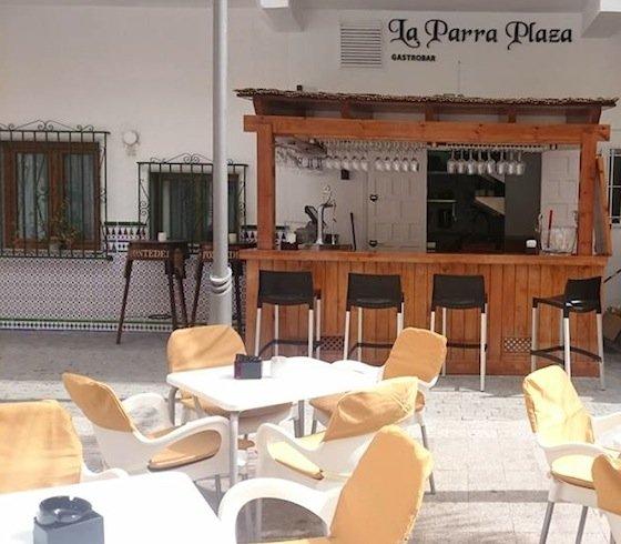 Restaurante La Parra Plaza en Plaza kelibia de Almuñécar
