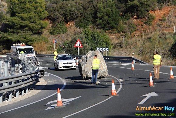 Piedra gigante en la carretera de Almuñécar