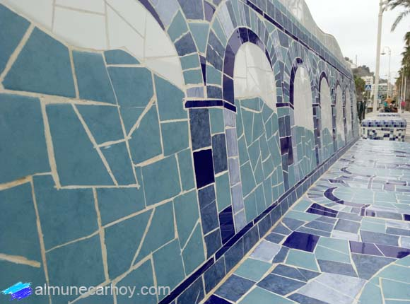 Bancos estilo Gaudí del Paseo Marítimo de Almuñécar