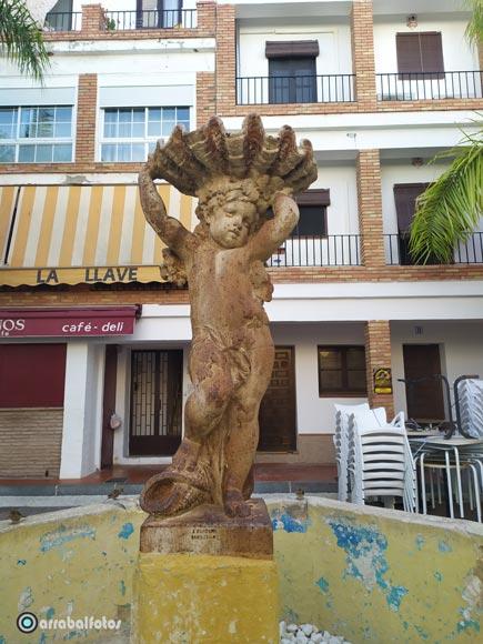 Escultura de la Plaza de Los Higuitos de Almuñécar
