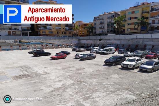 Está situado en el solar que ha quedado tras la demolición del Mercado de Municipal de Almuñécar