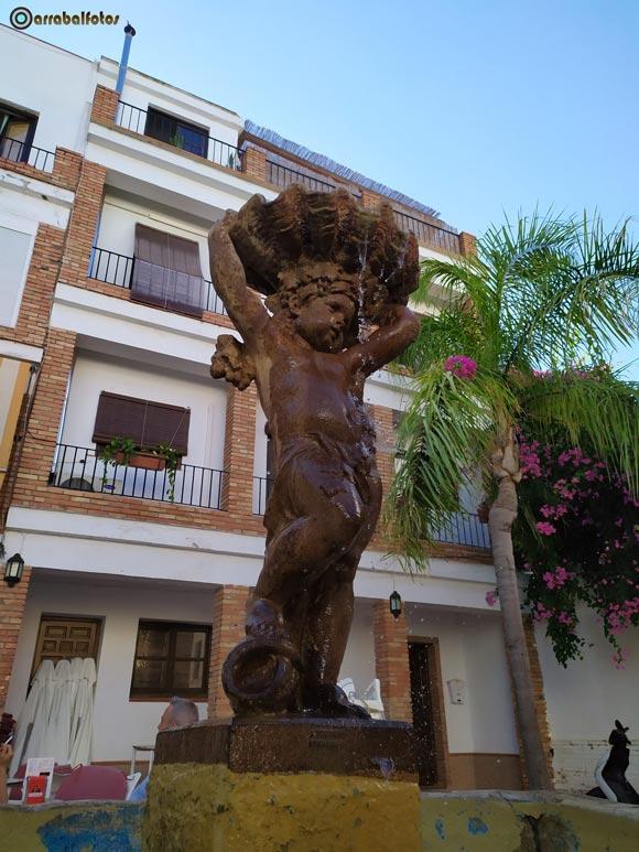 Fuente y Escultura de la Plaza de Los Higuitos de Almuñécar